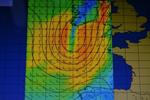Den här dagen är det inte speciellt lämpligt att styra ut på Atlanten med kurs rakt söderut