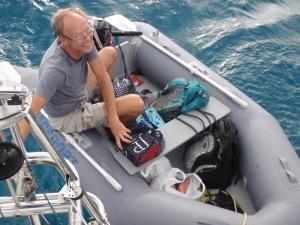 Med båten full av mat och diverse drycker