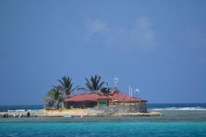 Happy Island utanför Union Island, uppbyggd helt och hållet av snäckskal