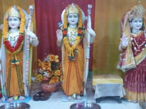 Många avgudabilder i templet