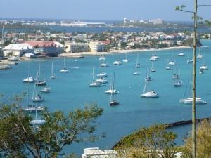 Marigot Bay -i bakgrunden en del av lagunen