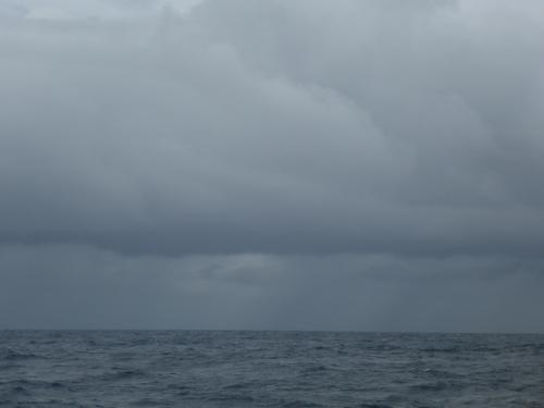 Första squallet kl. 15.00, efter en halvtimmes segling