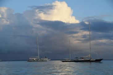 1. Lugnt och stilla. Bakgrunden Anguilla, ej upprört hav