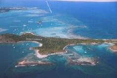 På den här bilden från seglingsguiden ser man tydligt reven runt omkring Green Island